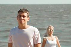 Man och kvinna på havet Fotografering för Bildbyråer