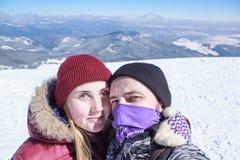 Man och kvinna som gör selfie Arkivbild