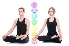 Man och kvinna som mediterar i Lotus Position Royaltyfri Bild