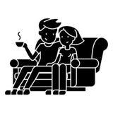 Man- och kvinnasammanträde på den hemmastadda symbolen för soffa, vektorillustration, svart tecken på isolerad bakgrund vektor illustrationer