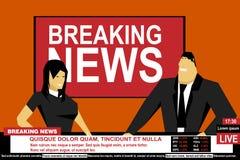 Man och kvinnlig för internetTVbreaking news från en studio Arkivfoto
