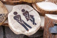 Man och kvinnliga bilder av trä Royaltyfri Bild