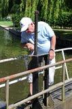 Man opening canal lock, Stratford-upon-Avon. Stock Images