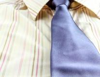 Man overhemd en blauwe band Stock Foto