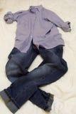 Man overhemd en jeans stock foto's