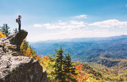 Man overlooking the mountains belown Royalty Free Stock Photos