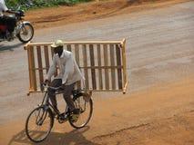 Man på cykeln Arkivbild