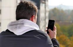 Man på en balkong Fotografering för Bildbyråer