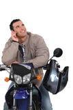 Man på en motorbike Royaltyfria Bilder