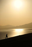 Man på soluppgång arkivbilder