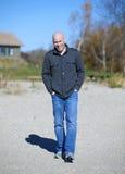 Man på stranden royaltyfri foto
