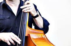 Man på violoncellen Arkivfoto