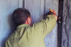 Man paints the walls Royalty Free Stock Photos