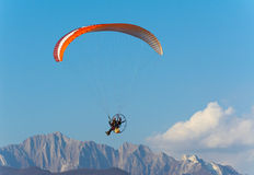 Man paragliding with Para-motor Royalty Free Stock Photos