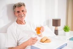 man pensionären Fotografering för Bildbyråer
