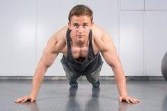 Man performing push ups at the gym Royalty Free Stock Photography