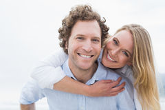 Man piggybacking woman at beach Royalty Free Stock Photos