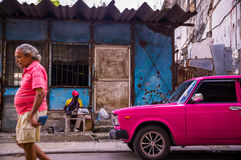 Man with pink Oldtimer im Havana, Cuba Royalty Free Stock Photos