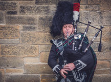 Man playing bagpipes in Edinburgh Royalty Free Stock Photography