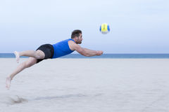 Man playing beach volleyball Royalty Free Stock Image