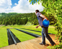 Man playing bowling Royalty Free Stock Photography
