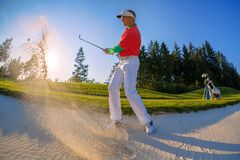 Man playing golf against blue sky Royalty Free Stock Photos