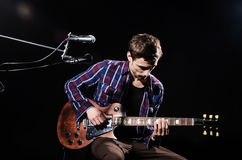 Man playing guitar Royalty Free Stock Photography