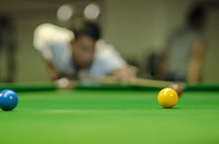 Man playing snooker Royalty Free Stock Photos