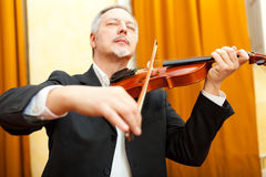 Man playing violin Royalty Free Stock Photos