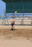 Man playing volleyball on the beach Stock Photography