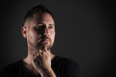 Man posing with dark background Royalty Free Stock Photography