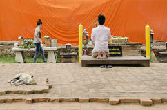 Man praying at buddhist shrine ayutthaya thailand Stock Photos