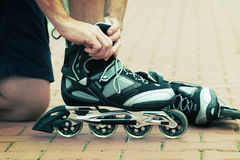 Man preparing for roller blading, Royalty Free Stock Photos
