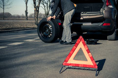 Man is preparing to change a wheel Royalty Free Stock Photography