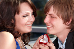 Man propose marriage to girl. Royalty Free Stock Photos