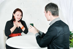 Man propose marriage to woman Royalty Free Stock Photography