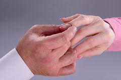 Man proposes marriage to woman Royalty Free Stock Photos
