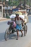 Man pushing heavily loaded cycle rickshaw Royalty Free Stock Photos