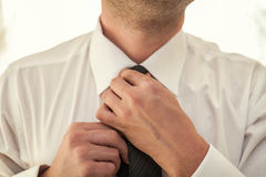 Man putting on a tie Royalty Free Stock Photography