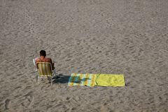 Man reading. Man in the beach reading a newspaper Royalty Free Stock Photos
