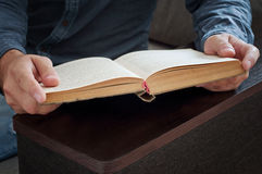Man reading a book closeup Royalty Free Stock Photography