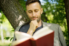 Man reading book about modern psychology Royalty Free Stock Photos
