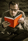 Man reading book Royalty Free Stock Photography
