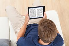 Man reading ebook at home Royalty Free Stock Photos