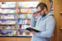 Man reading in the library Stock Photography