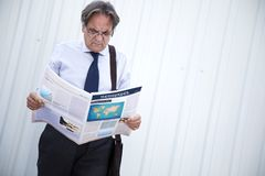 Man reading newspaper at outdoor Royalty Free Stock Images