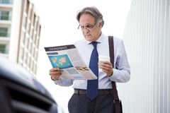 Man reading newspaper at outdoor Stock Images