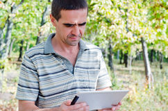 Man reading the screen on his tablet Royalty Free Stock Photography