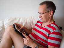 Man reading on a tablet Royalty Free Stock Photos