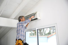 Man reapiring air conditioner Royalty Free Stock Image